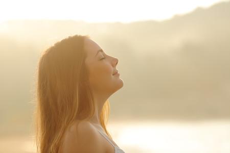 Cómo relajarte y sentir calma antes de cantar